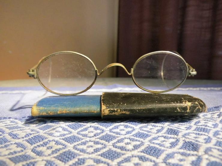 Antike Brille rund, Nickelbrille im Etui um 19