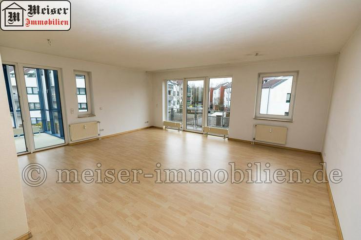 * Wintergarten*Balkon * großes Wohnzimmer * EBK * Tageslichtbad * Garage