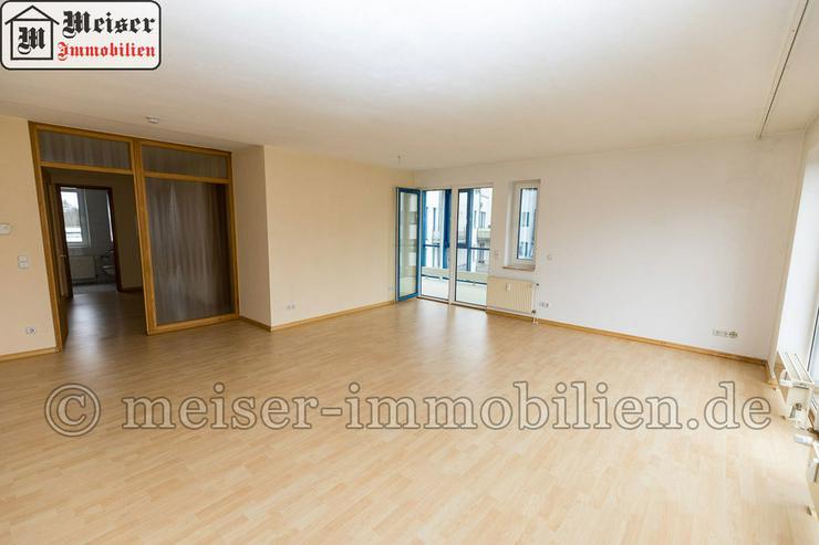 Bild 3: * Wintergarten*Balkon * großes Wohnzimmer * EBK * Tageslichtbad * Garage