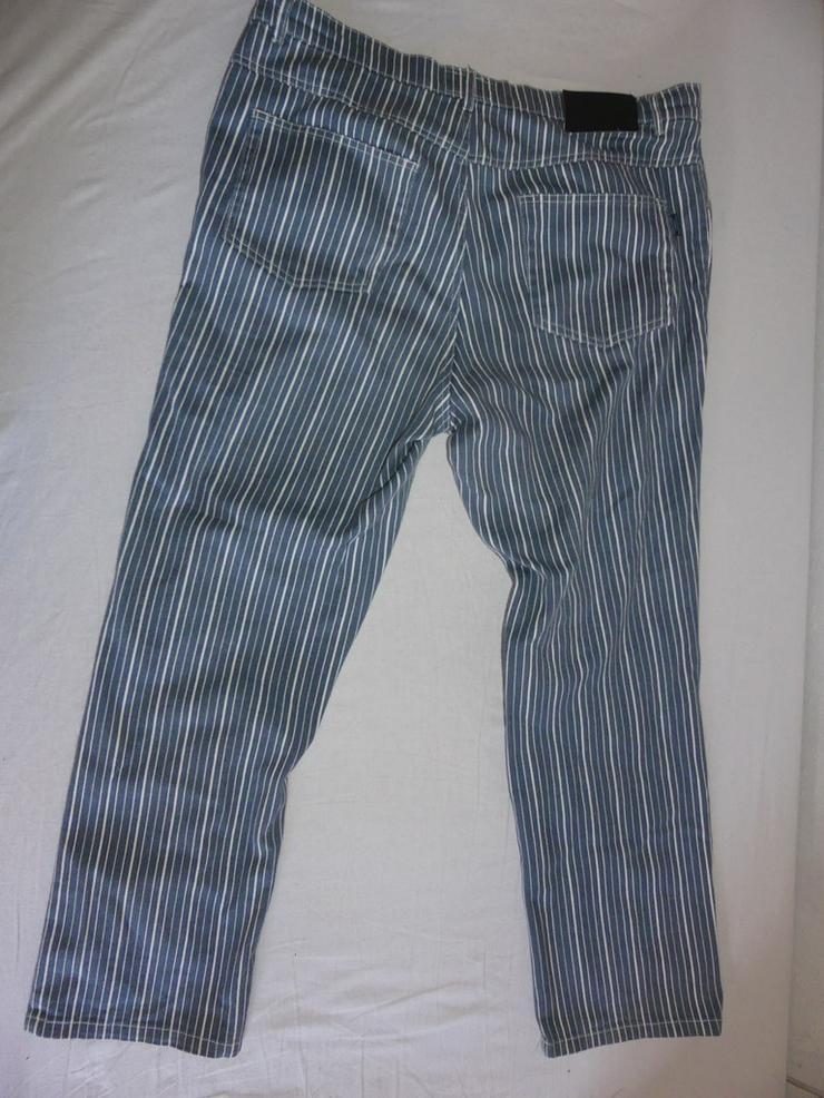 Bild 4: blau-weiß gestreifte Hose M/L