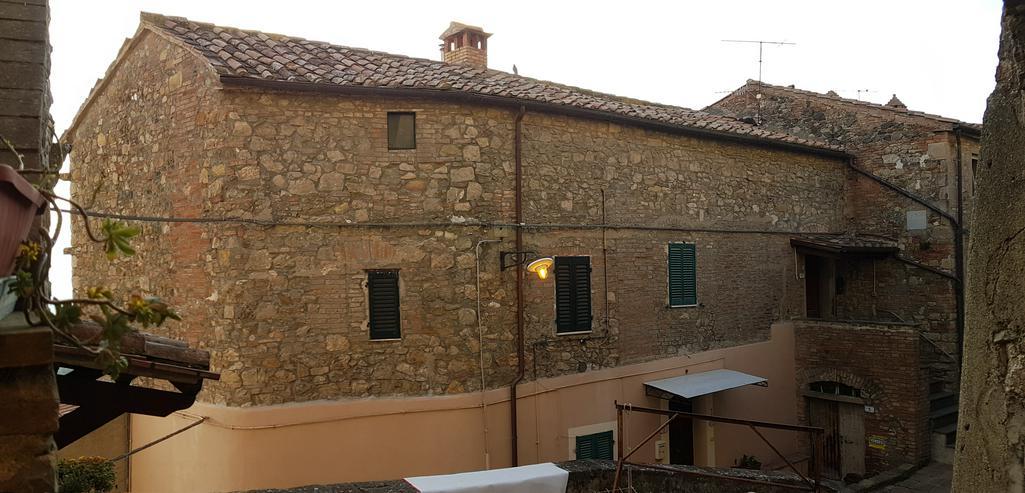 Rarität:150 m² Wohnung mit Blick über die Toscana bis zum Meer für nur 98.000 €.