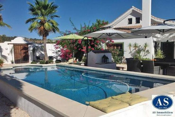 Bild 2: Fantastisches Landhaus mit Pool auf 24.582 qm Grundstück mit Weitblick!