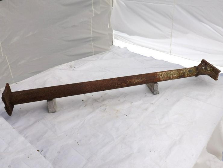 Bild 3: Historische Gussäule alte Metallsäule Gusseis