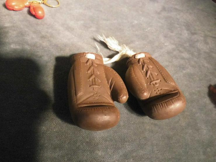 Bild 4: 2 Paar Boxhandschuhe als Schlüsselanhänger ode