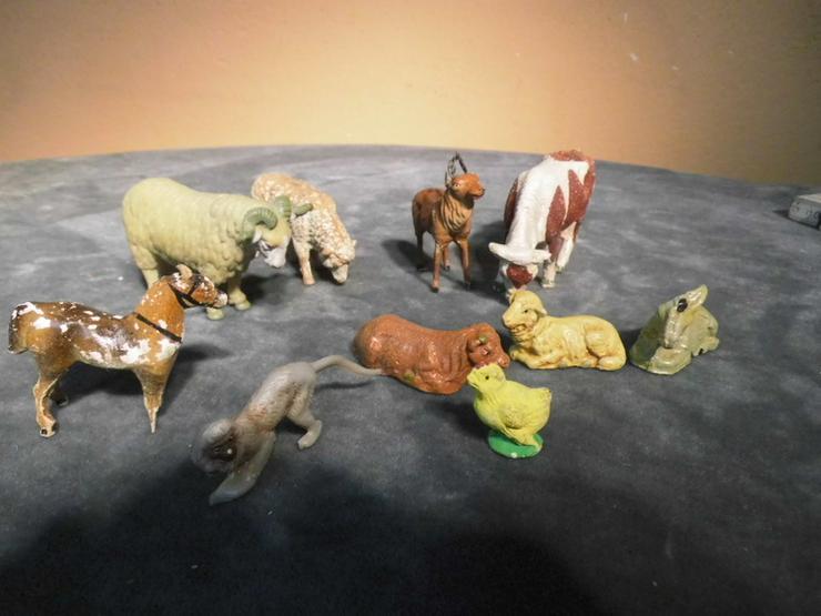 10 Tierfiguren aus Plastik oder Gips um 1960 b