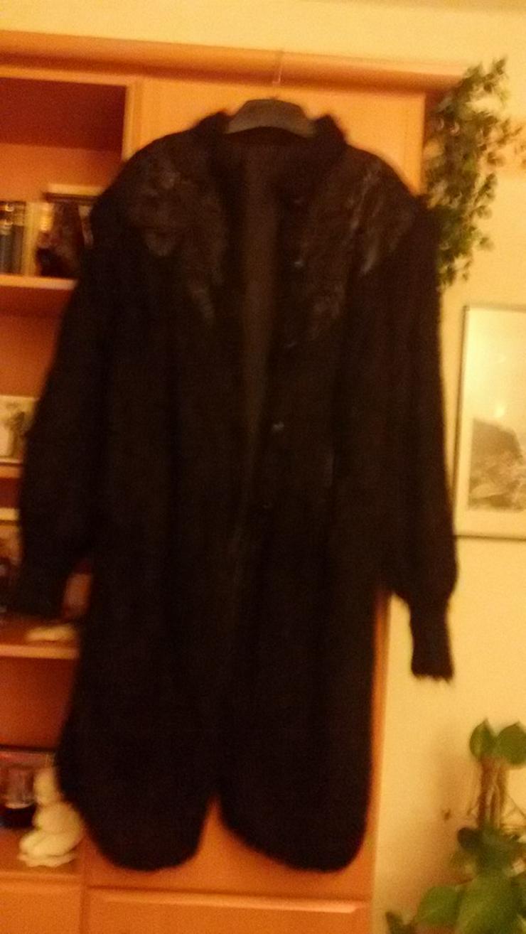 schwarze Jacke mit Lederschulterbesatz