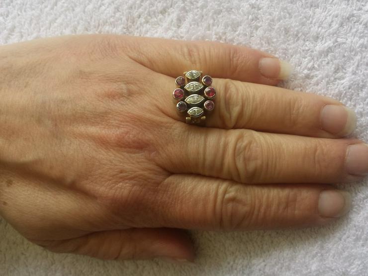 Bild 2: Damenring mit 2 navettgeschliffenen Diamanten