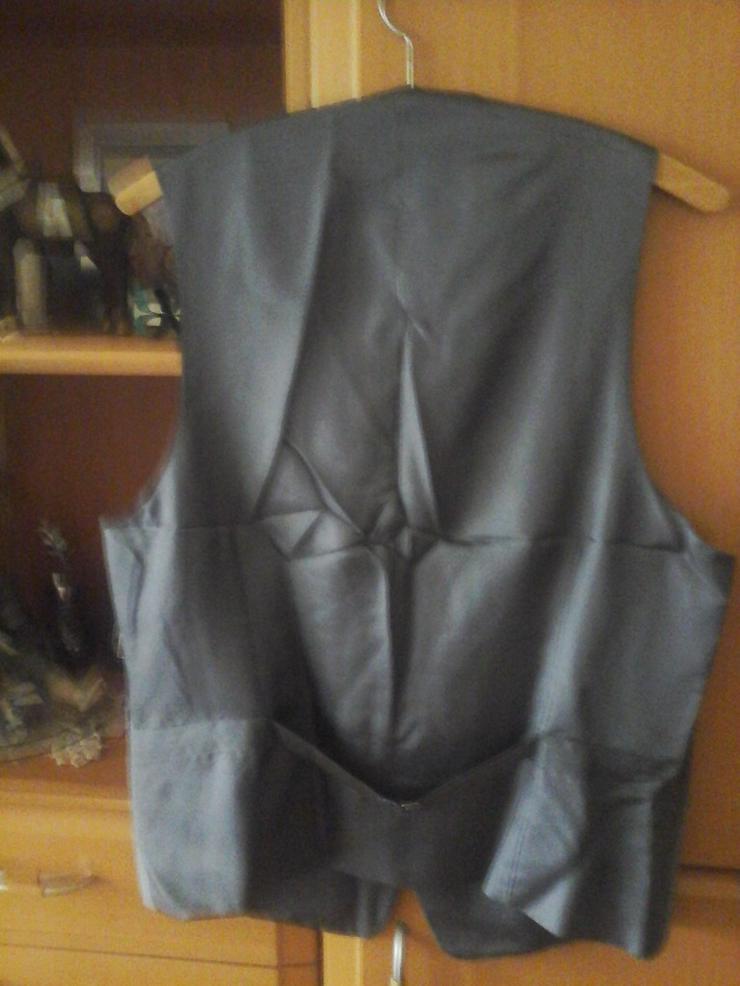Bild 5: grauer Anzug