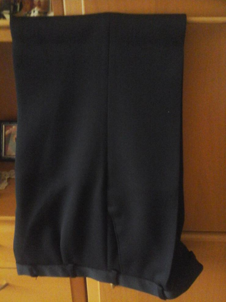 Bild 2: Schwarzer Anzug
