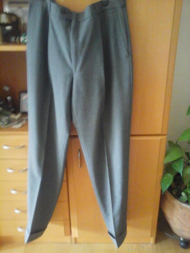 schwarz graue Hose
