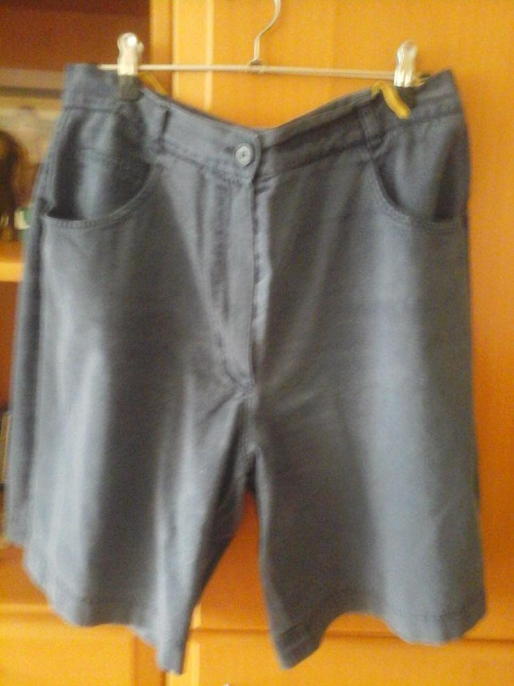 Knielange dunkelblaue Hose - W32-W35 / 44-46 / L - Bild 1