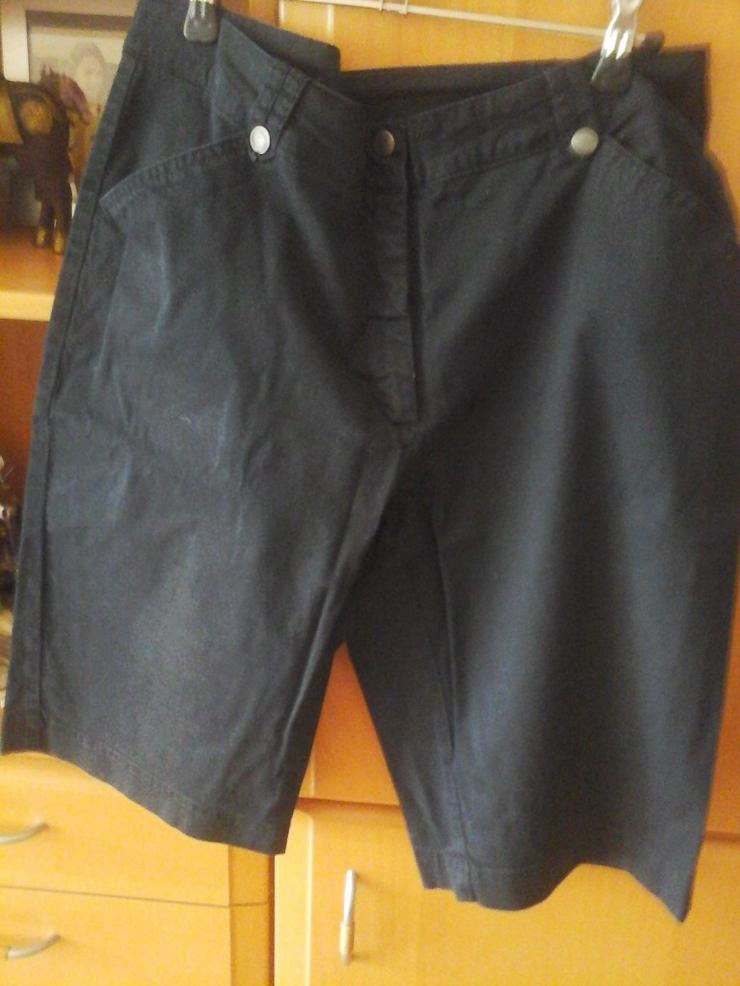 schwarze knielange Hose - W32-W35 / 44-46 / L - Bild 1
