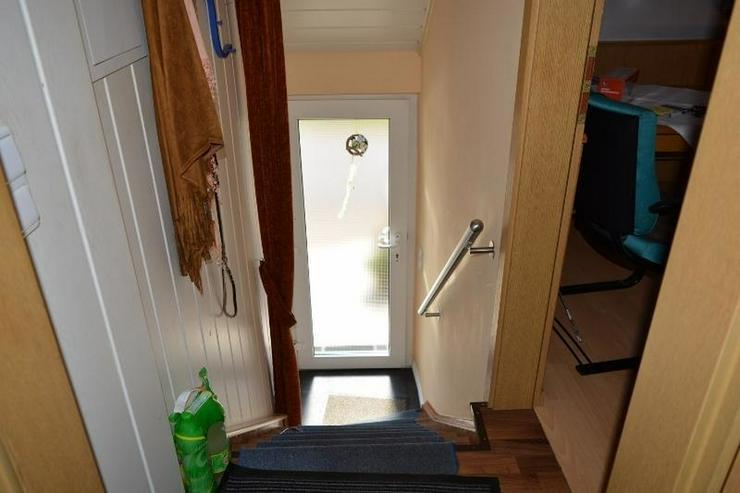 Bild 2: Einfamilienhaus (ca. 130 qm) mit Terrasse, Garage und kleinem Werkstatt ? in ruhig geleg...
