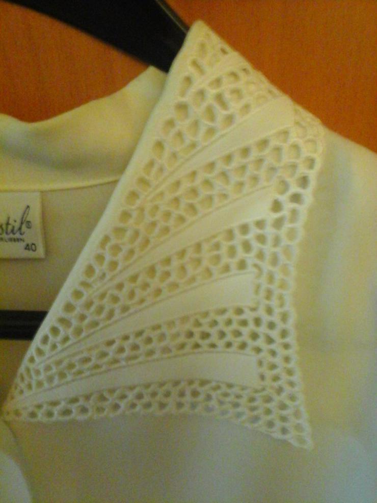 Bild 2: beige Bluse mit Spitzenkragen