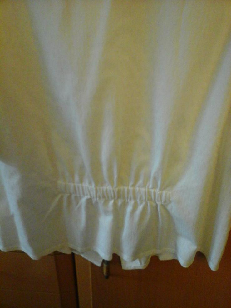 Bild 2: weiße Bluse