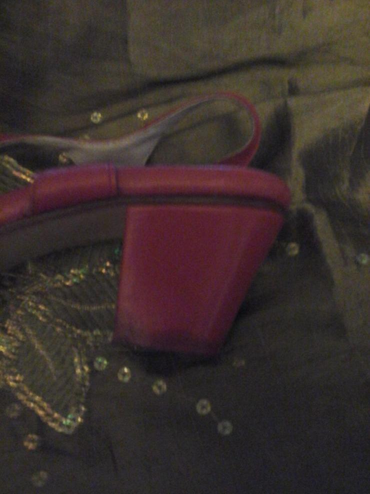 Bild 2: rote Sandalette