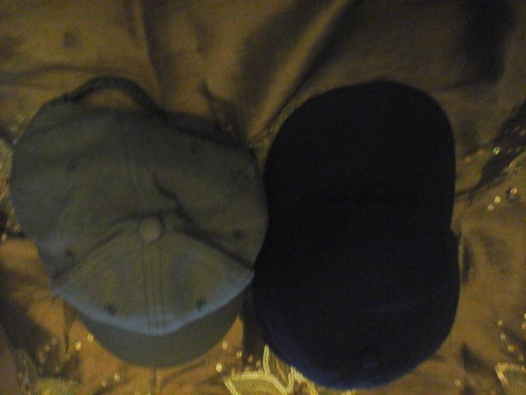 1 grüne 1 blaue Kappe