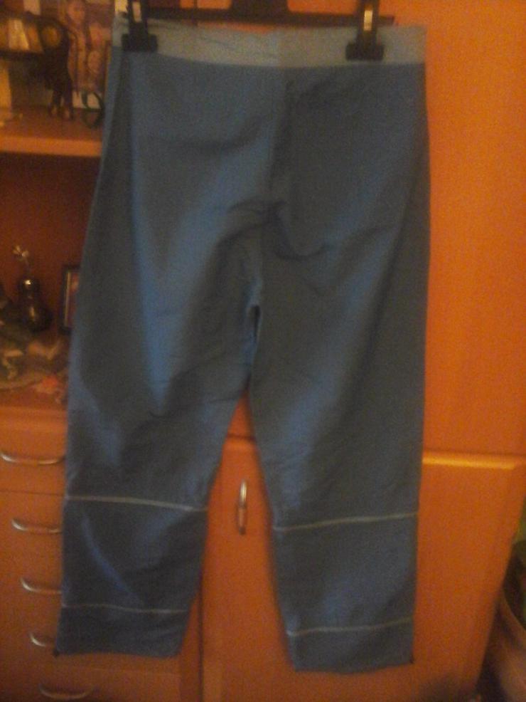 Bild 2: blaue Hose mit abnehmbaren Beinen ab Knie