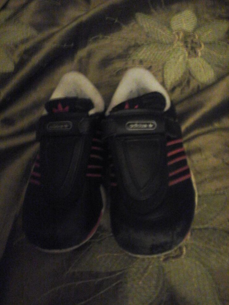 Kleinkinder Adidas Sportschuhe Fußlänge 16 cm - Schuhe - Bild 1