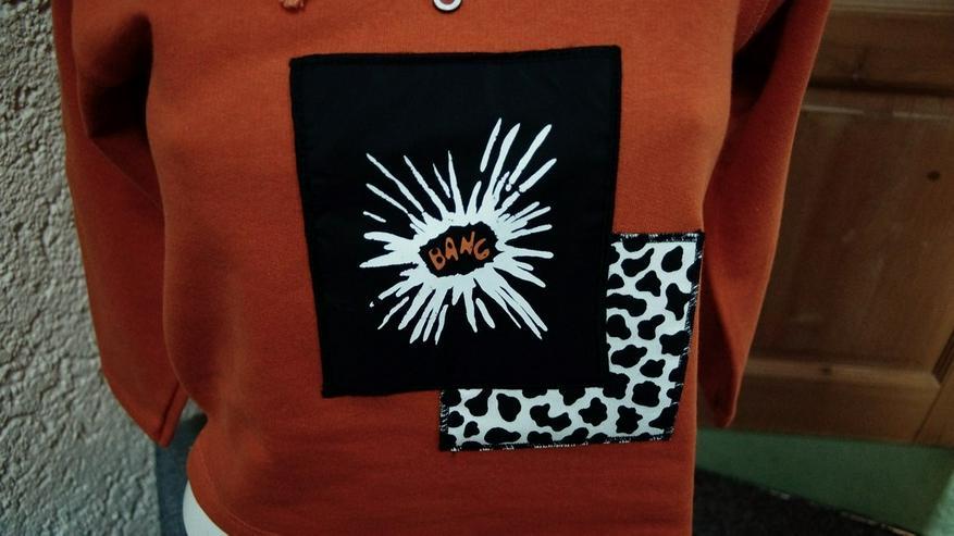 Bild 2: Sweatshirt m. Kapuze, Gr. 128, orange, NEU,