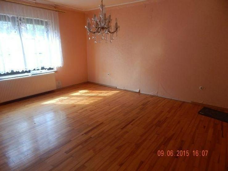 Bild 3: GRIMBURG: Einfamilienhaus 8 Zimmer (ca. 135 qm) mit ehemaligem Ladenlokal - Kaminofen & Ga...