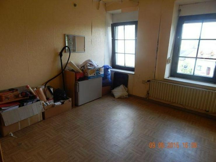 Bild 5: GRIMBURG: Einfamilienhaus 8 Zimmer (ca. 135 qm) mit ehemaligem Ladenlokal - Kaminofen & Ga...