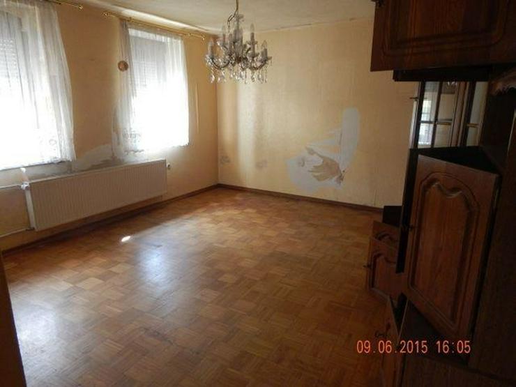Bild 4: GRIMBURG: Einfamilienhaus 8 Zimmer (ca. 135 qm) mit ehemaligem Ladenlokal - Kaminofen & Ga...