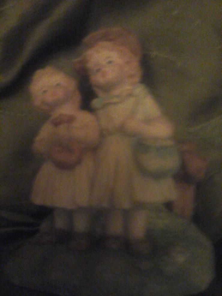 2 Mädchen Nippes-Figur H 10 cm, B 9 cm