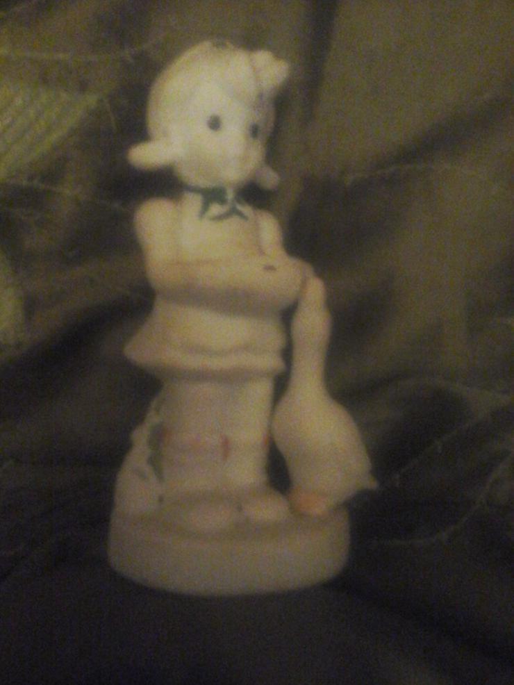 Nippes-Figur Mädchen mit Ganz H 12 cm, B 7 cm