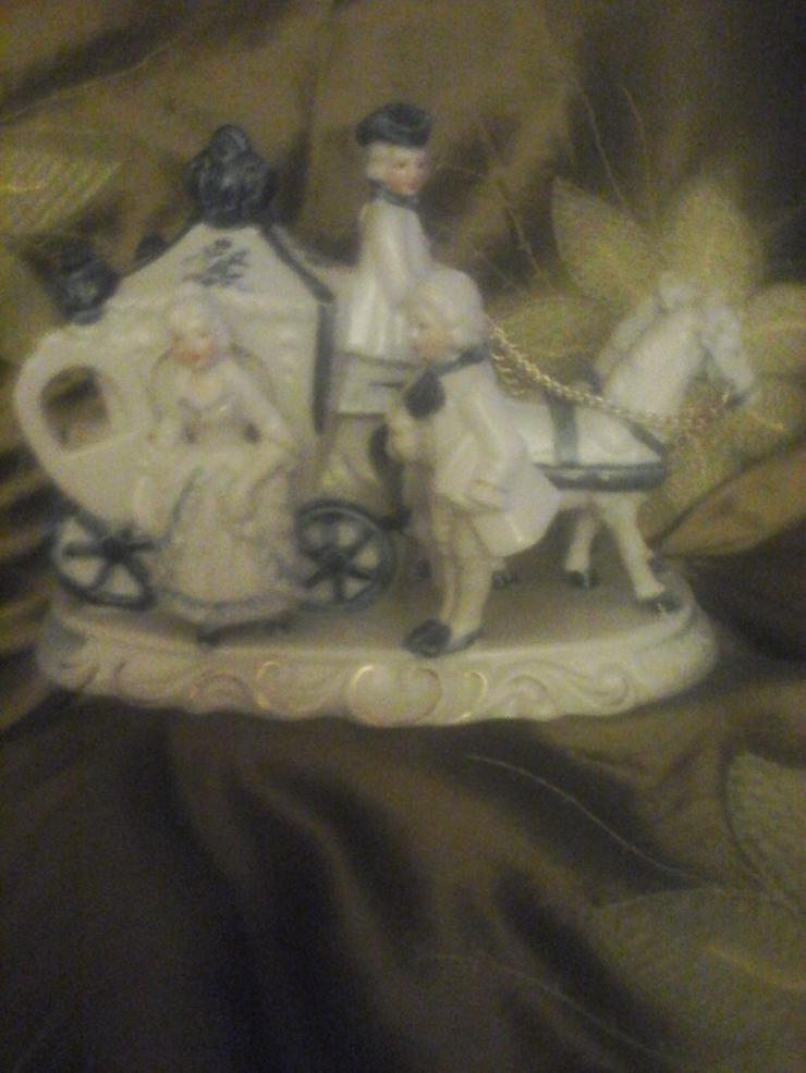 Porzellan Kutsche mit Mozart-Figuren H 15 cm