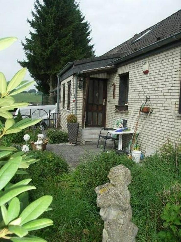 Bild 5: Neuheilenbach Eifel Kleines Wohnhaus Doppelgarage Appartement und großer Garten am Wald g...