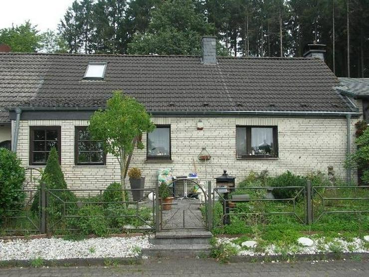 Bild 2: Neuheilenbach Eifel Kleines Wohnhaus Doppelgarage Appartement und großer Garten am Wald g...