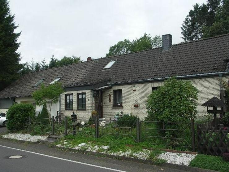 Bild 4: Neuheilenbach Eifel Kleines Wohnhaus Doppelgarage Appartement und großer Garten am Wald g...