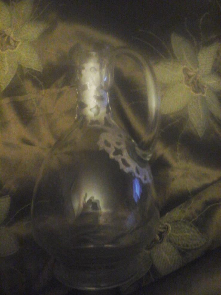 sehr schön verzierte Glaskaraffe H 23 cm, B 12m - Figuren & Objekte - Bild 1