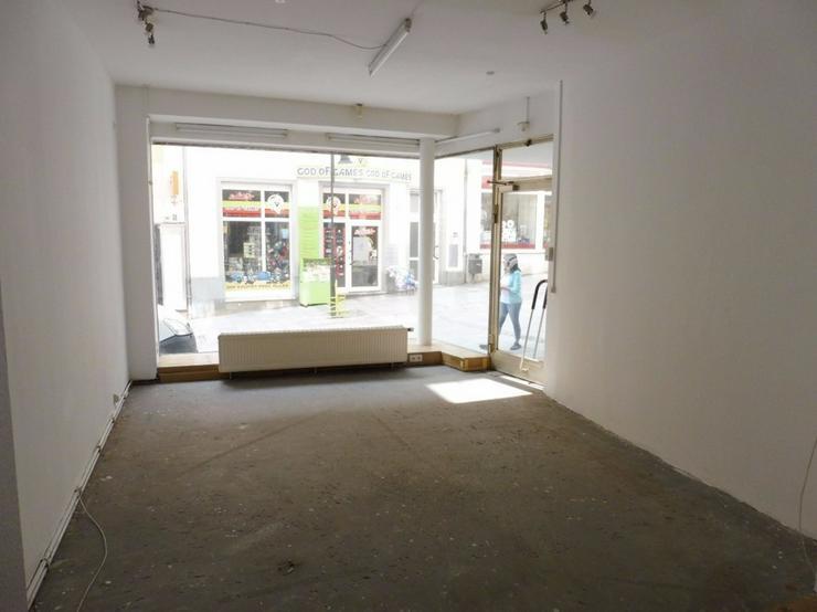 Zentral mit viel Publikumsverkehr - Verkaufsraum in sehr guter Lage von Hof zu vermieten - Gewerbeimmobilie mieten - Bild 1