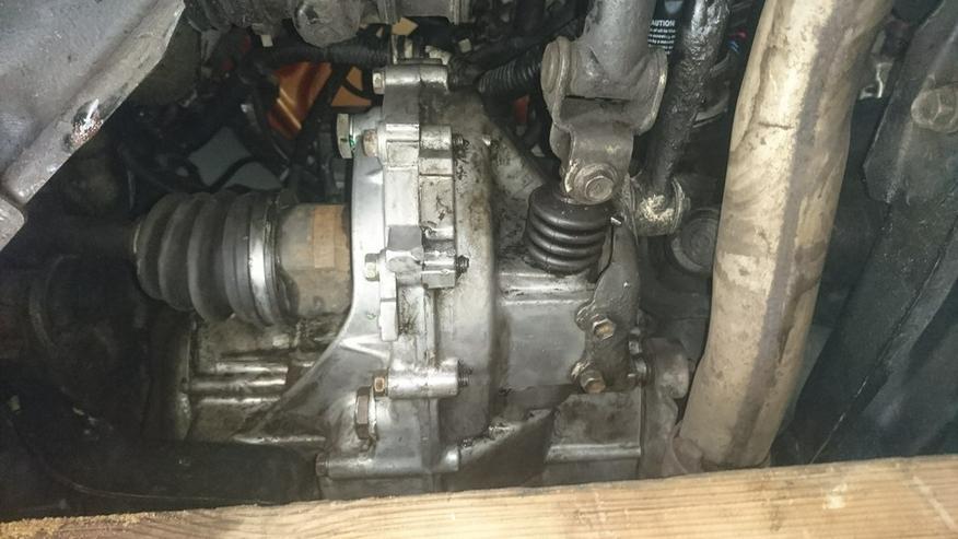 Bild 6: Daihatsu Charade GTti mit Ersatzteilen