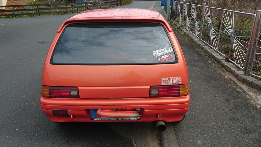 Bild 4: Daihatsu Charade GTti mit Ersatzteilen