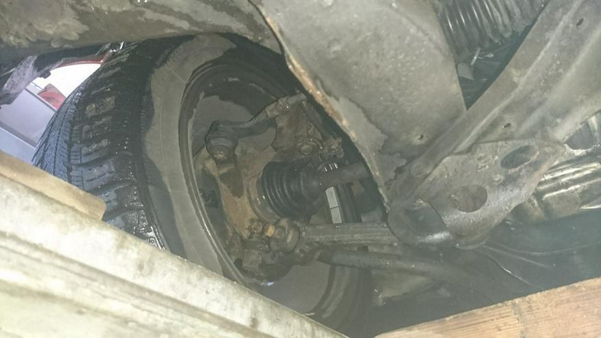 Bild 5: Daihatsu Charade GTti mit Ersatzteilen