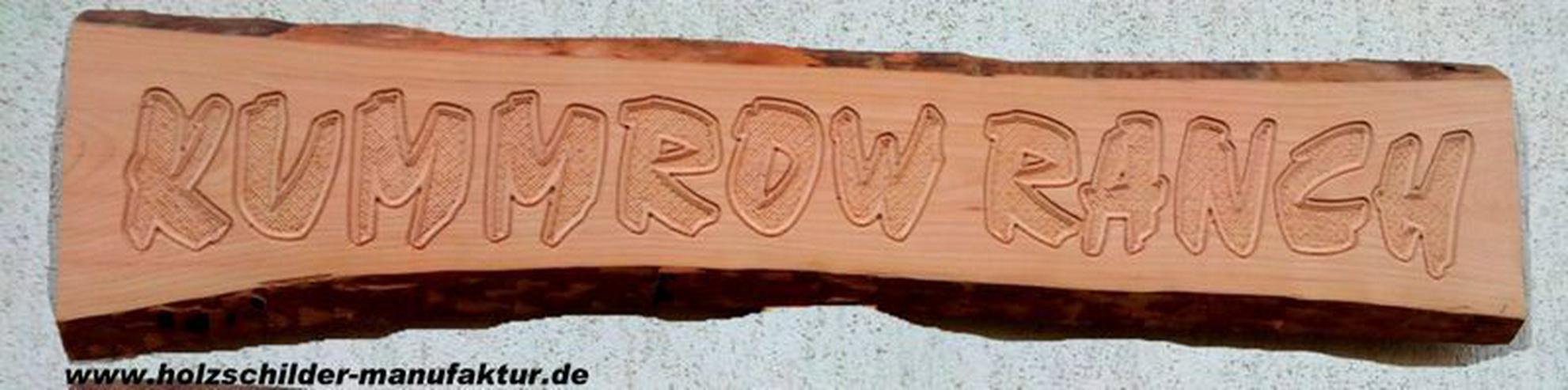 Bild 2: rustikale Holzschilder