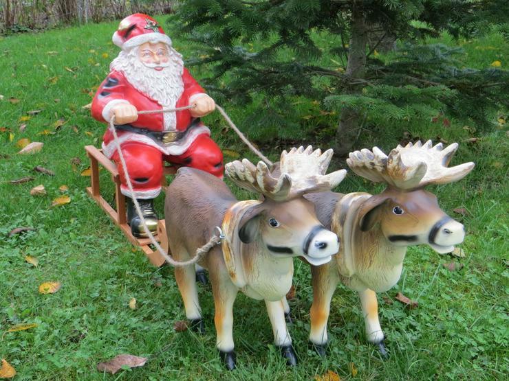 2 Rentiere mit Weihnachtsmann und Schlitten