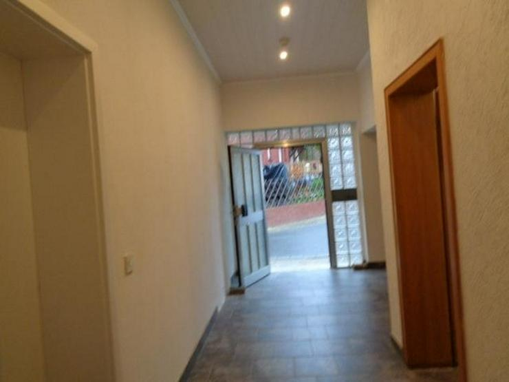 Bild 3: Fünf-Familienhaus mit großem Grundstück und Scheunen ideal für Anleger - von Schlapp I...