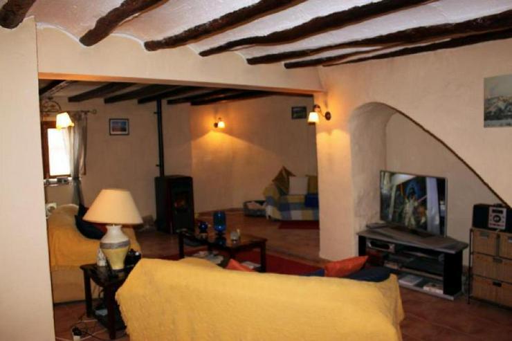 Bild 4: Traditionelles Dorfhaus mit überraschend viel Raum