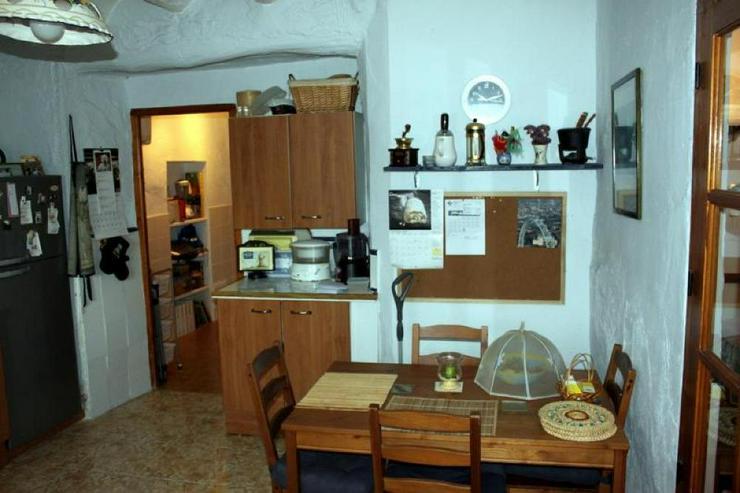 Bild 6: Traditionelles Dorfhaus mit überraschend viel Raum