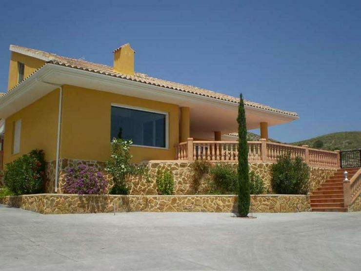 Bild 3: Landhaus mit Pool