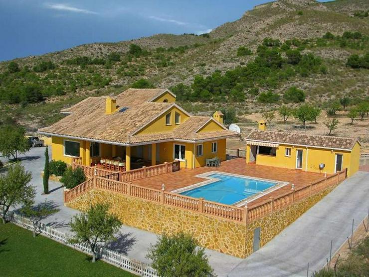 Landhaus mit Pool - Haus kaufen - Bild 1
