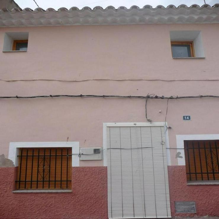 Bild 3: Großes Dorfhaus mit Dachterrasse