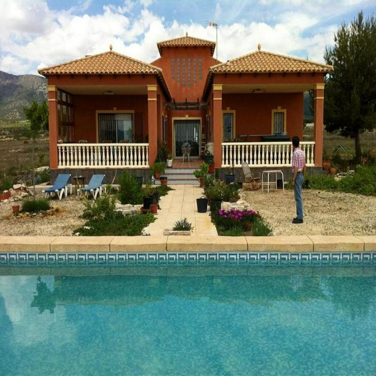 Bild 2: Gemütliches Landhaus mit 10 x 5 m Pool