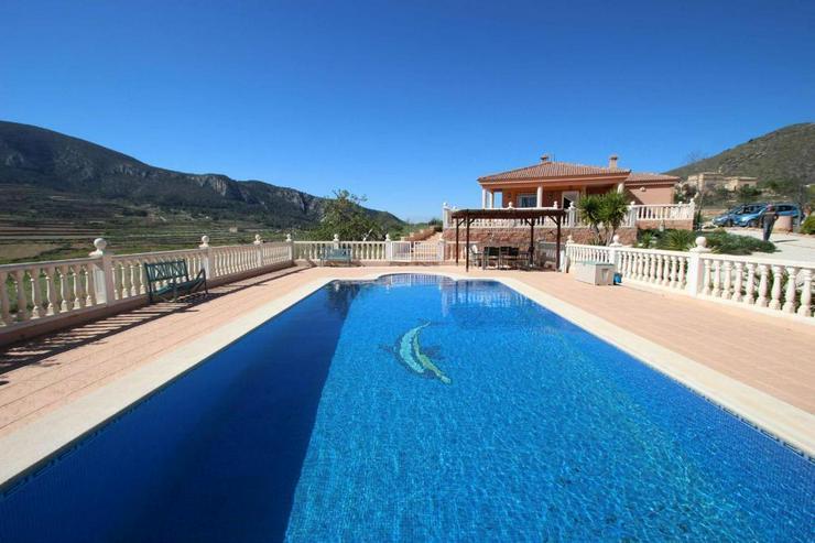Bild 2: Villa mit 10m Pool