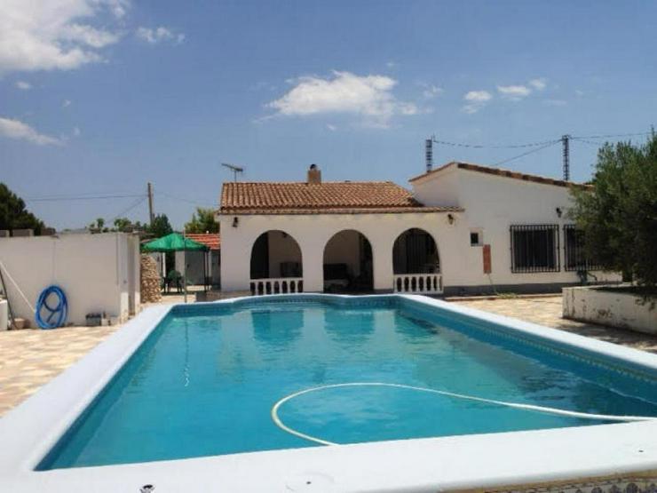Geräumiges Landhaus mit Pool - Haus kaufen - Bild 1