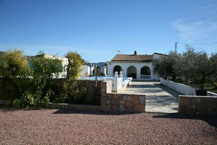 Bild 6: Geräumiges Landhaus mit Pool
